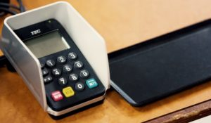 国民年金はクレジットカード払いは損?